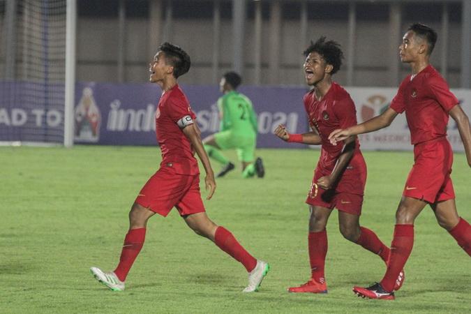 https: img-z.okeinfo.net content 2019 11 08 51 2127395 sejumlah-pemain-timnas-indonesia-u-19-jadi-perhatian-pelatih-hong-kong-x7gAUXfeI9.jpg