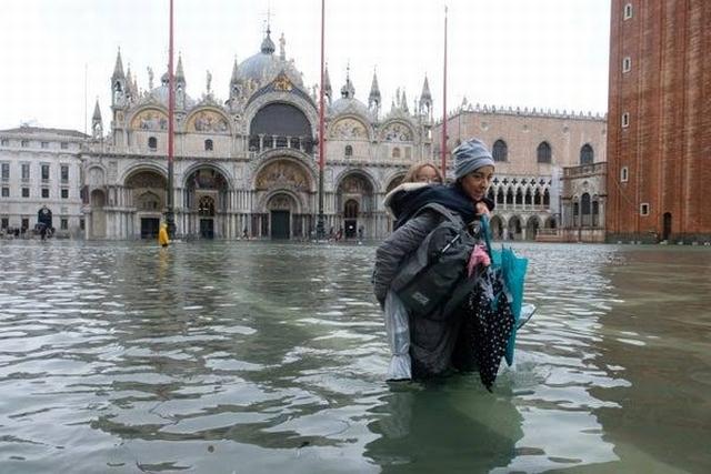 https: img-z.okeinfo.net content 2019 11 13 18 2129395 venesia-banjir-italia-dilanda-pasang-tertinggi-dalam-50-tahun-GBNvym8Amx.jpg