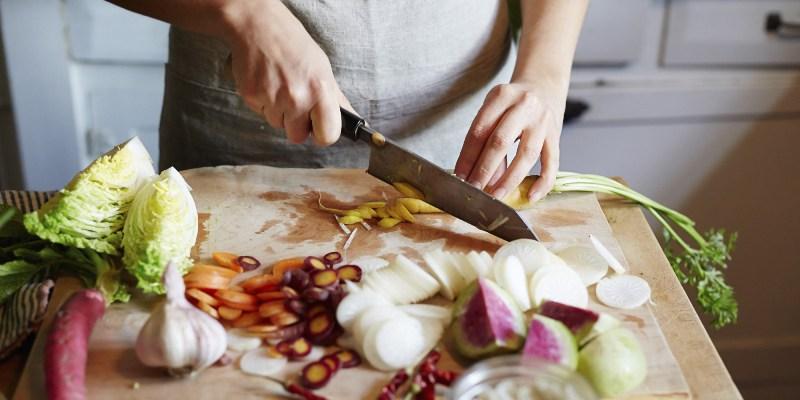https: img-z.okeinfo.net content 2019 11 13 298 2129129 resep-makan-siang-tongseng-ayam-dan-bakwan-sayur-makanan-enak-yang-mudah-dibuat-g9Oevc4c09.jpg