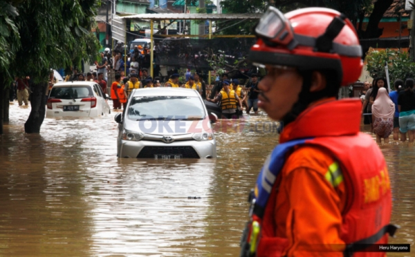 https: img-z.okeinfo.net content 2019 11 15 337 2130443 pemprov-dki-sediakan-10-tempat-pengungsian-korban-banjir-ini-lokasinya-JMJ1ayOTAK.jpg