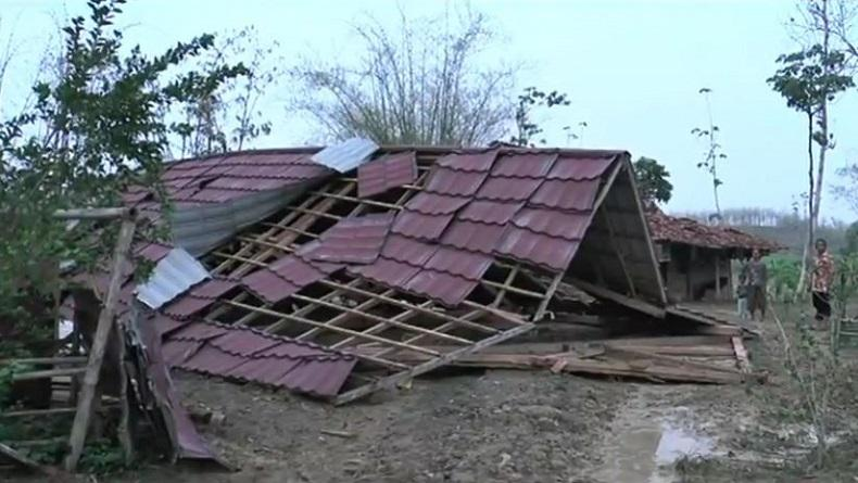 https: img-z.okeinfo.net content 2019 11 16 512 2130592 ratusan-rumah-di-grobogan-rusak-dan-2-ambruk-diterjang-angin-kencang-3doEO5lyfd.jpg