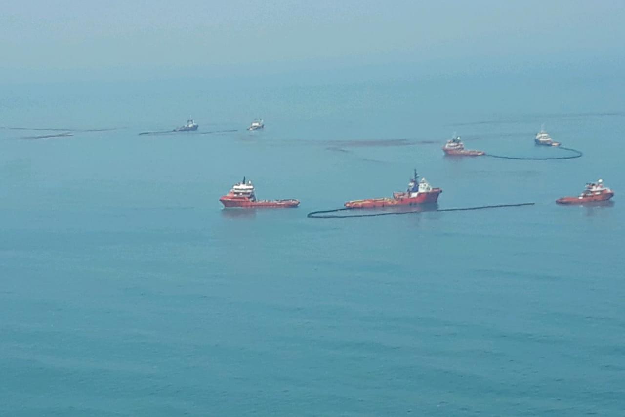 https: img-z.okeinfo.net content 2019 11 16 525 2130587 tumpahan-minyak-pertamina-kembali-cemari-pantai-utara-karawang-Bp0mtnkxom.jpeg