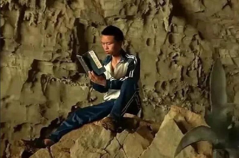 https: img-z.okeinfo.net content 2019 11 17 612 2130976 obsesi-dengan-novel-wuxia-remaja-ini-rela-tinggal-di-gunung-untuk-bela-diri-dan-kisahnya-viral-EF4plR6sjd.jpg