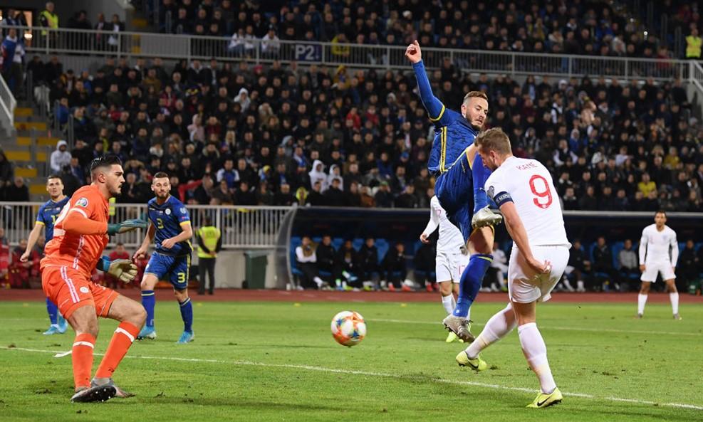 https: img-z.okeinfo.net content 2019 11 18 51 2131072 timnas-inggris-tumbangkan-kosovo-empat-gol-tanpa-balas-itx4M5g9Gn.jpg