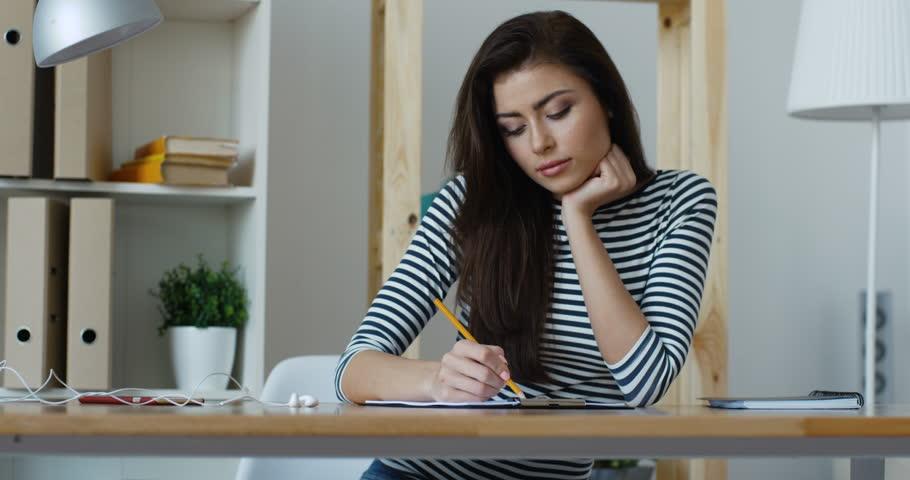 https: img-z.okeinfo.net content 2019 11 18 65 2131315 5-tanda-kamu-stres-karena-tugas-kuliah-jerawatan-hingga-kurang-tidur-xS3d9YGFW7.jpg
