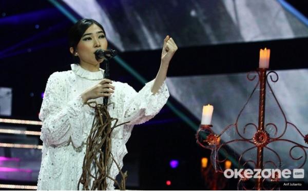 https: img-z.okeinfo.net content 2019 11 21 598 2132942 bawakan-lagu-bento-nikita-bikin-isyana-sarasvati-bergoyang-di-the-voice-indonesia-wniRisnlld.jpg