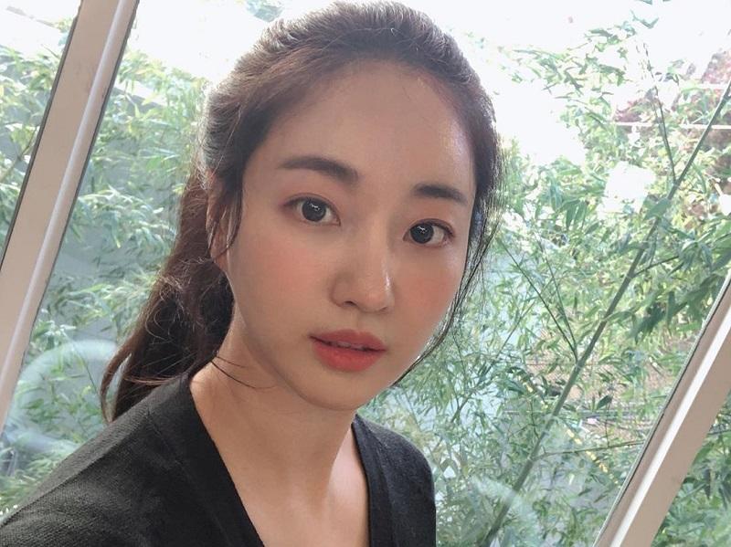 https: img-z.okeinfo.net content 2019 11 22 194 2133203 netizen-terpesona-foto-selfie-kim-sa-rang-awet-muda-seperti-abg-0jOF76zjzC.jpg
