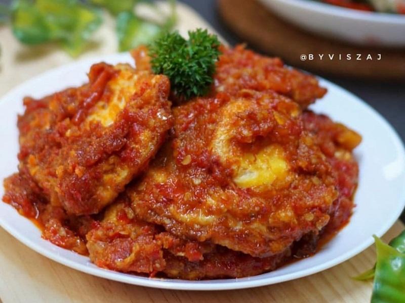 https: img-z.okeinfo.net content 2019 11 22 298 2133227 makan-malam-santap-sayur-putih-salmon-dan-telur-ceplok-balado-lezat-mengenyangkan-cuQjI0Wosu.jpg
