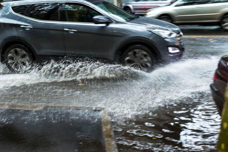 https: img-z.okeinfo.net content 2019 11 22 87 2133193 8-tips-bagi-pemilik-mobil-hadapi-musim-hujan-yang-telah-tiba-3CTHpgrjGk.jpg