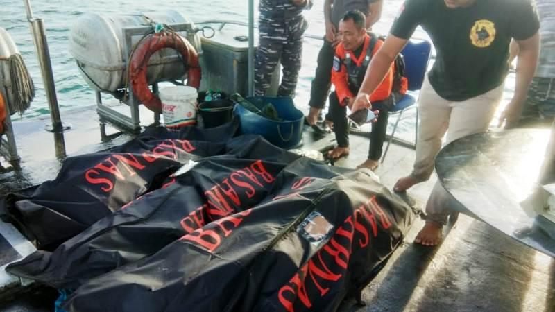 https: img-z.okeinfo.net content 2019 11 24 608 2133710 tiga-jasad-awak-kapal-nelayan-yang-disambar-petir-akhirnya-ditemukan-gC9zeRjjnG.jpg