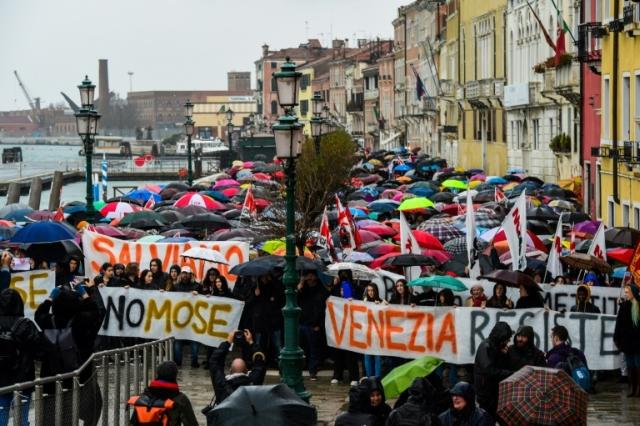 https: img-z.okeinfo.net content 2019 11 25 18 2133977 ribuan-warga-venesia-demo-karena-sering-banjir-dan-dampak-kapal-pesiar-yang-mengikis-kota-cB39tINIjM.jpg