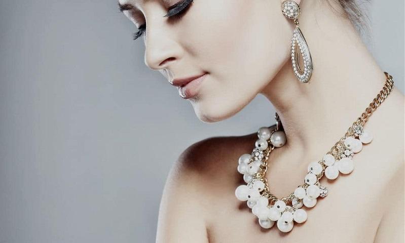 https: img-z.okeinfo.net content 2019 11 26 194 2134684 biar-tidak-tertipu-ini-tips-belanja-perhiasan-emas-di-toko-online-rxbYhUHEI7.jpg