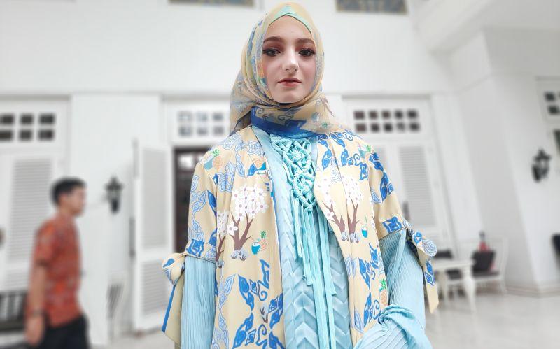 https: img-z.okeinfo.net content 2019 11 26 194 2134797 pameran-di-miami-fashion-week-jeny-tjahyawati-bawa-bawa-batik-dan-songket-SF8SVTvXn8.jpg