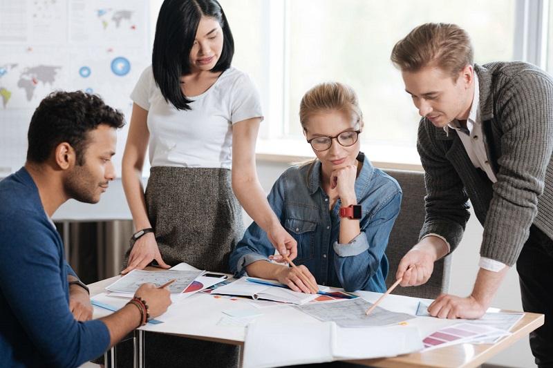 https: img-z.okeinfo.net content 2019 11 27 196 2135268 bersaing-di-dunia-kerja-milenial-harus-miliki-skill-lebih-dalam-meraih-kesuksesan-DhEQ3U7Dmn.jpg
