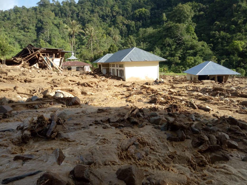 https: img-z.okeinfo.net content 2019 11 28 340 2135576 540-jiwa-di-seribu-rumah-gadang-masih-terisolir-pasca-banjir-bandang-dan-longsor-cXUm1CgjHP.jpg