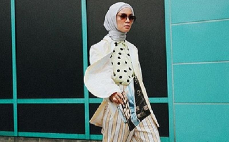 https: img-z.okeinfo.net content 2019 11 28 617 2135431 inspirasi-gaya-hijab-dengan-boots-yang-bikin-kamu-makin-keren-wP9SEPEOnP.jpg