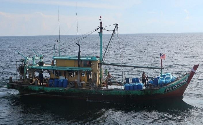 https: img-z.okeinfo.net content 2019 11 30 337 2136323 kkp-tangkap-kapal-pencuri-ikan-asal-malaysia-di-selat-malaka-3q1XeLkhQ7.JPG