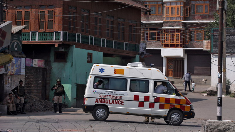 https: img-z.okeinfo.net content 2019 12 03 18 2137470 geledah-ambulans-polisi-india-temukan-pasien-palsu-dan-40-kg-ganja-wwDNDROzpU.jpg