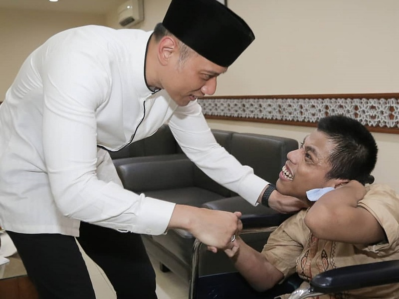 https: img-z.okeinfo.net content 2019 12 03 196 2137591 kenang-ani-yudhoyono-ahy-bagikan-kisah-inspiratif-di-hari-disabilitas-internasional-8Wv6Afm7Dw.jpg