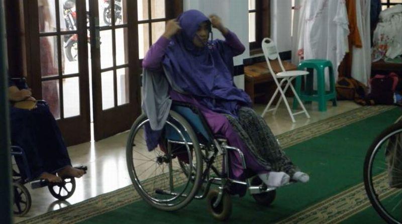 https: img-z.okeinfo.net content 2019 12 03 614 2137434 subhanallah-masjid-el-syifa-sangat-ramah-untuk-disabilitas-TMJPVuiSCD.jpg