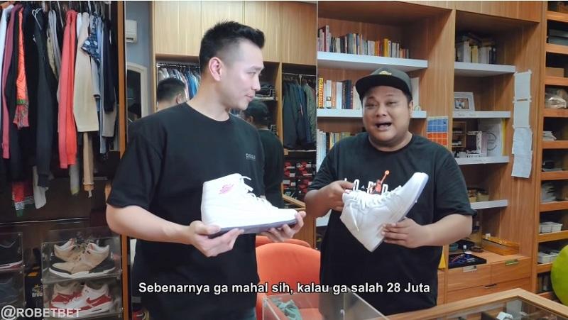 https: img-z.okeinfo.net content 2019 12 05 194 2138339 keponakan-soeharto-kolektor-sneakers-air-jordan-1-terbanyak-di-indonesia-yuk-intip-koleksinya-QKxDbb0Vdu.jpg