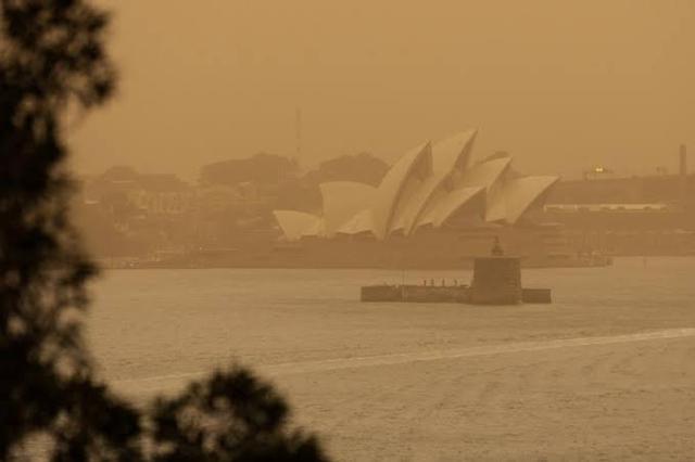 https: img-z.okeinfo.net content 2019 12 06 18 2138785 kebakaran-hutan-australia-kabut-asap-menyelimuti-sydney-sepanjang-minggu-fjjEMPG5Ss.jpg