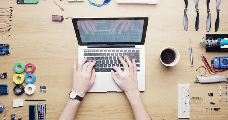 https: img-z.okeinfo.net content 2019 12 06 196 2138807 alasan-ruang-belajar-online-lebih-diminati-pekerja-dan-pebisnis-indonesia-QlLZ4JsV0M.jpg