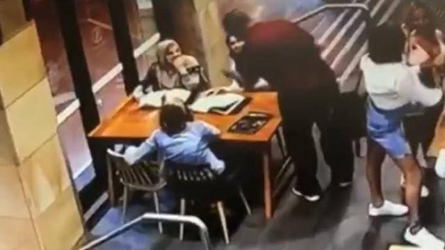 https: img-z.okeinfo.net content 2019 12 07 18 2139210 penyerang-muslimah-hamil-di-australia-tak-mau-didampingi-pengacara-h6tvTt8r6X.jpg