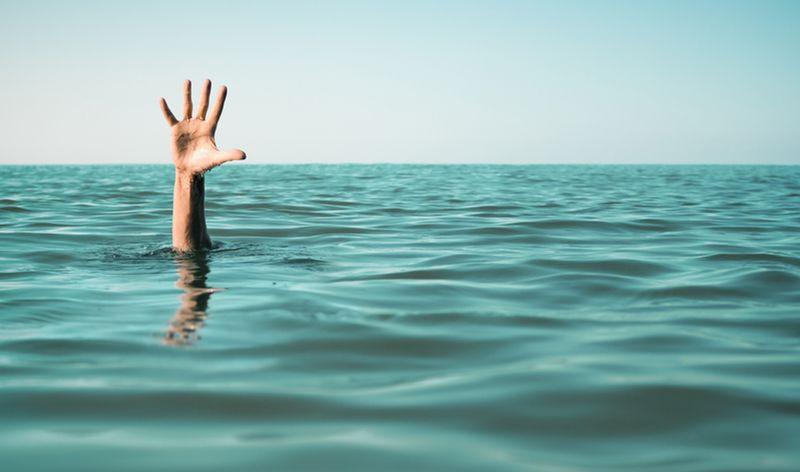 https: img-z.okeinfo.net content 2019 12 07 338 2139248 bocah-12-tahun-tenggelam-saat-berenang-di-kali-angke-hingga-kini-belum-ditemukan-dfA98znZPj.jpg