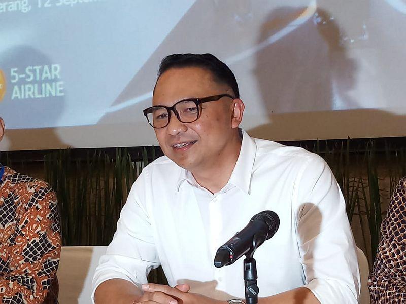 https: img-z.okeinfo.net content 2019 12 08 320 2139427 viral-video-ari-akhsara-sesumbar-takkan-mundur-dari-kursi-dirut-garuda-indonesia-6rAKYtrVuo.jpg