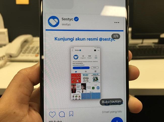 https: img-z.okeinfo.net content 2019 12 10 207 2140254 5-milenial-asal-surabaya-ciptakan-aplikasi-sestyc-pesaing-instagram-0IV0DWrbWA.jpeg