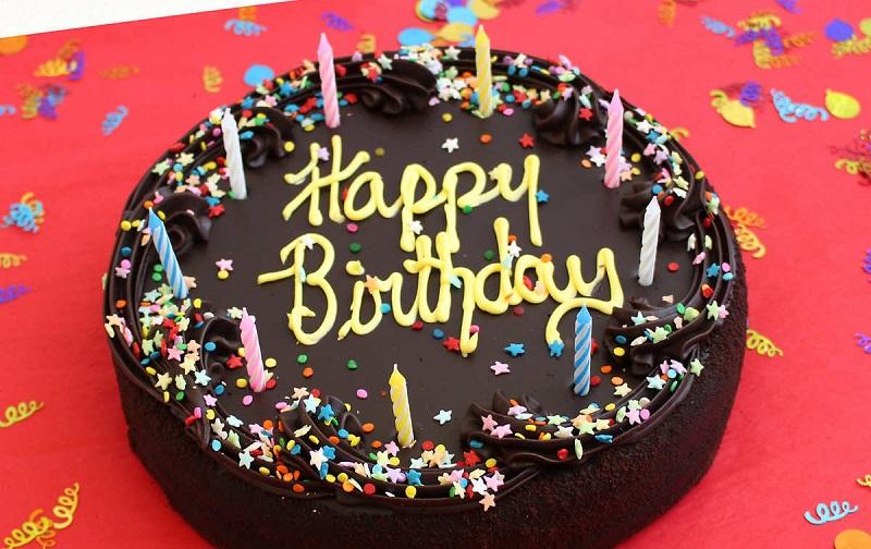 https: img-z.okeinfo.net content 2019 12 11 612 2140845 viral-toko-kue-larang-tulisan-happy-birthday-pegawai-itu-ciri-khas-wEpC8lCfHP.jpg