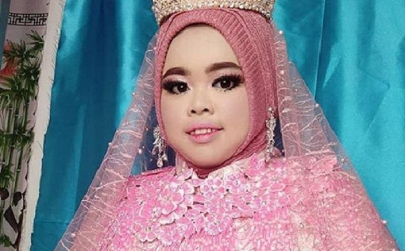 https: img-z.okeinfo.net content 2019 12 11 617 2140622 4-gaya-hijab-youtuber-rahmawati-kekeyi-simak-yuk-3nGN2U0fWT.jpg
