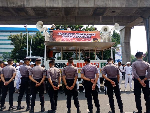 https: img-z.okeinfo.net content 2019 12 13 337 2141523 200-polisi-kawal-demo-pa-212-minta-sukmawati-ditangkap-gmL7jkAGHU.jpg