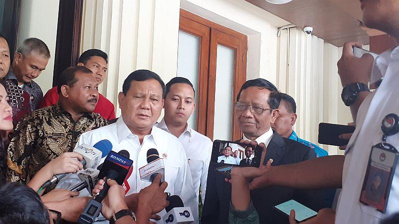 https: img-z.okeinfo.net content 2019 12 13 337 2141530 prabowo-laporan-ke-mahfud-md-tentang-alutsista-hingga-3-wni-yang-disandera-di-filipina-a4tjwpFyHY.jpg