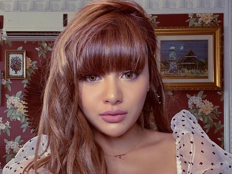 https: img-z.okeinfo.net content 2019 12 20 194 2144148 aurel-hermansyah-ganti-warna-rambut-jadi-cokelat-dibilang-mirip-lisa-blackpink-PaTcWMPwI7.jpg