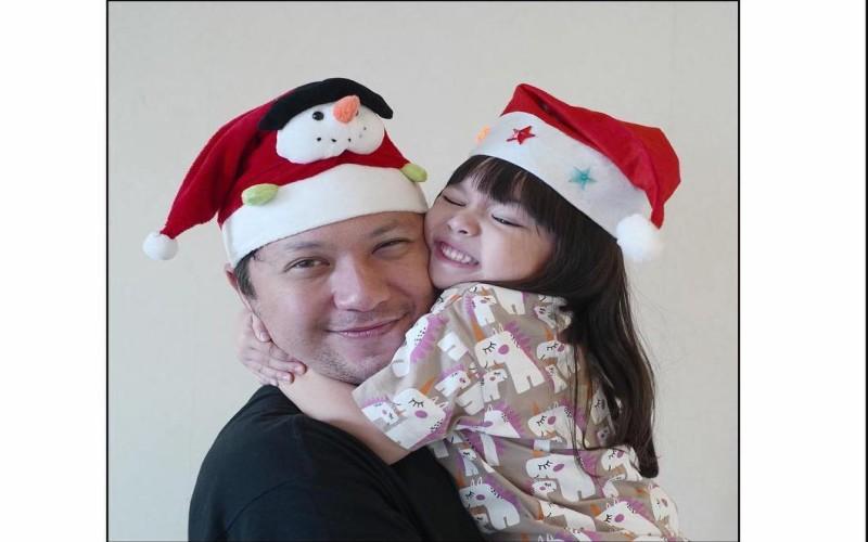 https: img-z.okeinfo.net content 2019 12 21 33 2144655 gading-marten-bakal-rayakan-natal-pertama-tanpa-gempi-OF5c9im8lv.jpg