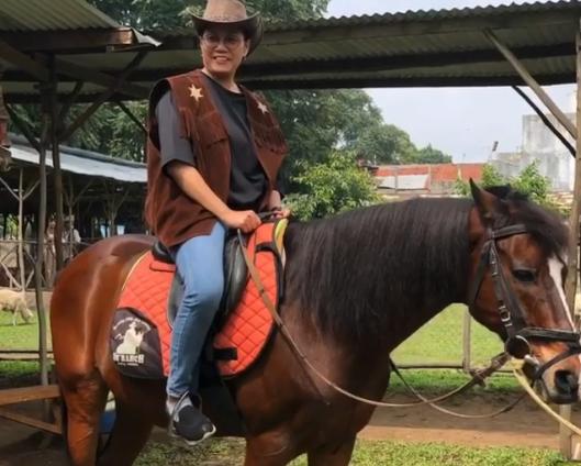 https: img-z.okeinfo.net content 2019 12 31 20 2147824 tutup-buku-apbn-2019-sri-mulyani-menunggang-kuda-di-bandung-0aewwezduA.png