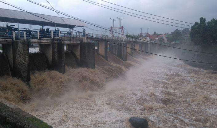 https: img-z.okeinfo.net content 2020 01 03 337 2148765 bendung-katulampa-beton-pengingat-banjir-peninggalan-belanda-7L3lYs3yAb.JPG