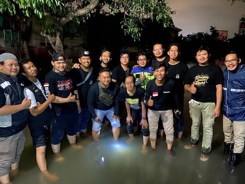 https: img-z.okeinfo.net content 2020 01 04 199 2149340 komunitas-bikers-dakwah-ngegas-bareng-kirim-bantuan-korban-banjir-PoaRFvtmgZ.jpg