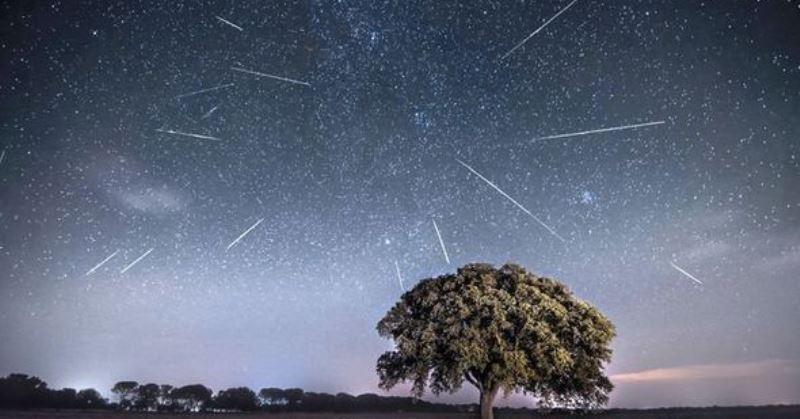 https: img-z.okeinfo.net content 2020 01 04 56 2149237 daftar-fenomena-hujan-meteor-yang-muncul-di-langit-2020-170bPCJ9Ma.jpg