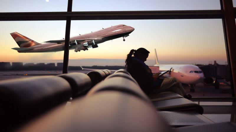 https: img-z.okeinfo.net content 2020 01 05 612 2149425 viral-pria-buang-air-kecil-sembarangan-di-bandara-netizen-anjing-saya-lebih-paham-6plolqLs58.jpg