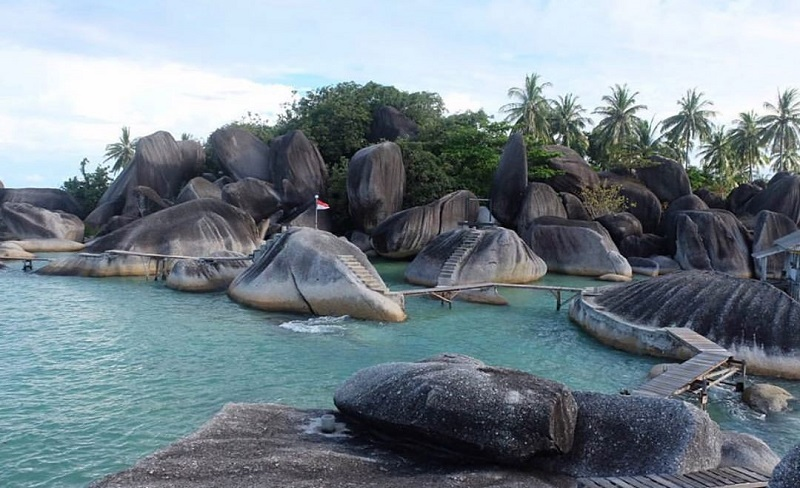 https: img-z.okeinfo.net content 2020 01 06 406 2149825 5-destinasi-wisata-di-natuna-ujung-utara-indonesia-yang-memesona-ov3NKBtYZF.jpg