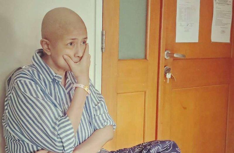 https: img-z.okeinfo.net content 2020 01 06 481 2149663 ria-irawan-meninggal-dunia-setelah-lawan-kanker-kelenjar-getah-bening-10-tahun-kenali-penyakitnya-8JWmSbDKLz.jpg