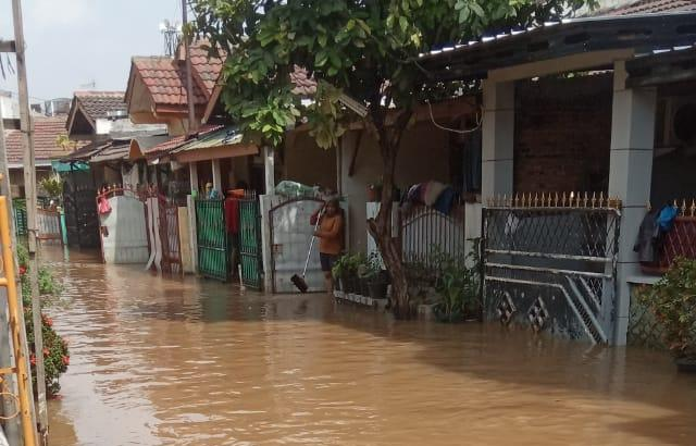 https: img-z.okeinfo.net content 2020 01 08 470 2150604 pasca-banjir-cat-rumah-rusak-bisakah-langsung-beralih-ke-wallpaper-1xrm4NRzp8.jpg