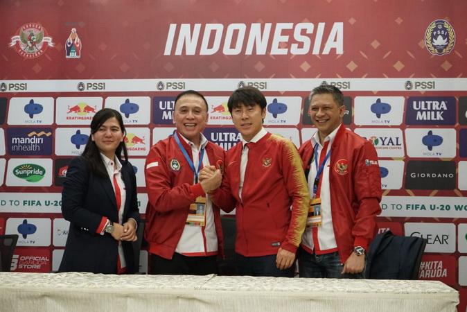 https: img-z.okeinfo.net content 2020 01 09 51 2151123 saran-dari-shin-tae-yong-agar-prestasi-sepakbola-indonesia-melonjak-MSoVvHGghP.jpg