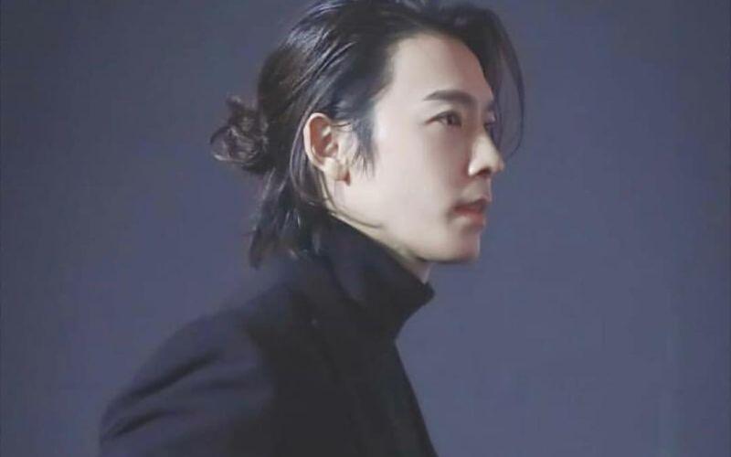 https: img-z.okeinfo.net content 2020 01 10 194 2151581 gaya-keren-lee-donghae-super-junior-idola-remaja-sampai-mama-muda-UYgNhhimeW.jpg