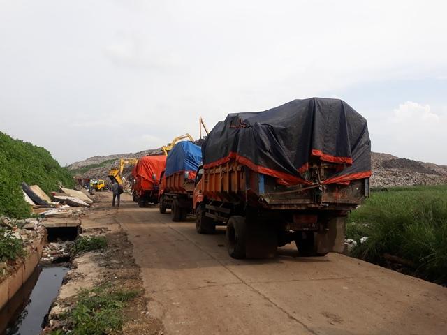 https: img-z.okeinfo.net content 2020 01 10 338 2151344 diperbolehkan-anies-pemkot-bekasi-buang-sampah-sisa-banjir-ke-bantargebang-Fc87klrhv2.jpg
