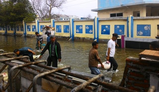 https: img-z.okeinfo.net content 2020 01 11 338 2151721 pintu-air-pasar-ikan-siaga-2-ini-wilayah-yang-berpotensi-banjir-rob-6vm4q4k3ly.jpg
