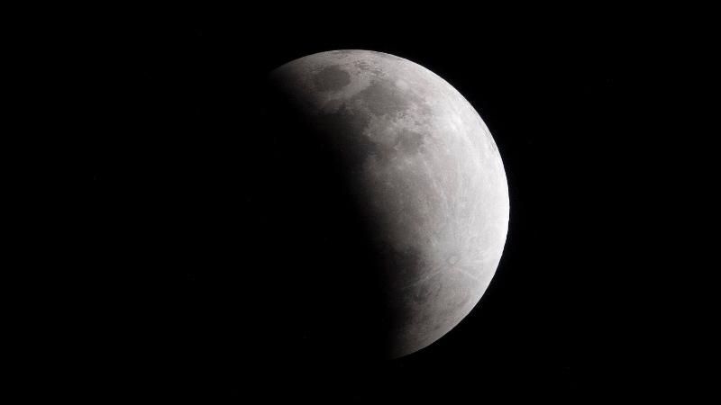 https: img-z.okeinfo.net content 2020 01 11 56 2151747 intip-foto-foto-gerhana-bulan-penumbra-hasil-tangkapan-netizen-RSl5lGhqXJ.jpg